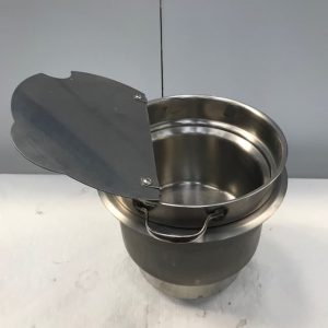 Soup well with drain