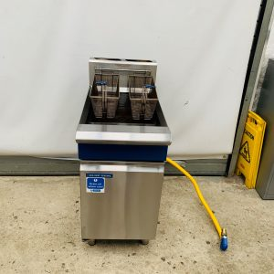 Blue Seal Single Tank Twin Basket Free Standing Natural Gas Fryer